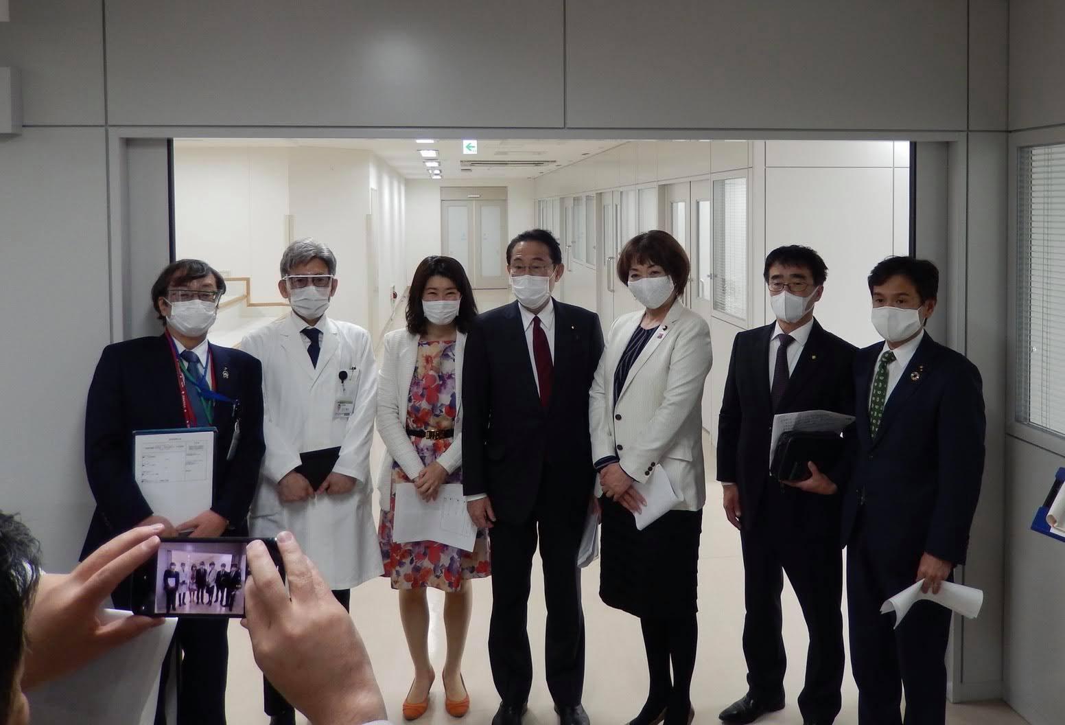 自民党の岸田文雄代議士が医療現場を視察されましたpage-visual 自民党の岸田文雄代議士が医療現場を視察されましたビジュアル