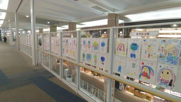 子どもたちが描いたアマビエの絵を展示しています!page-visual 子どもたちが描いたアマビエの絵を展示しています!ビジュアル